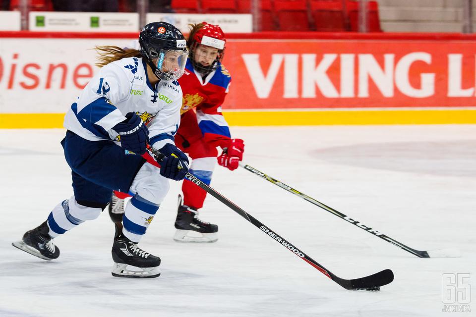 Susanna Tapani teki Suomen toisen maalin finaalissa Venäjää vastaan.