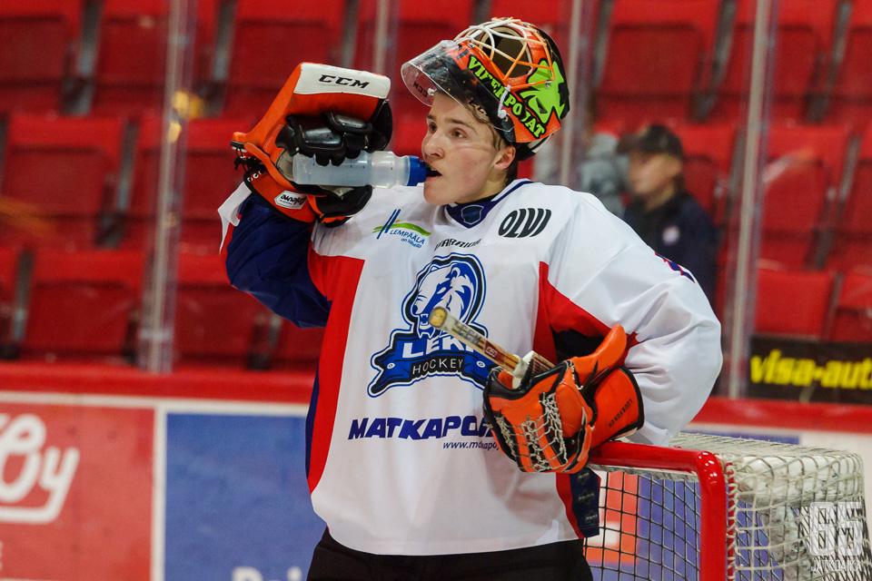 Nuori maalivahti Ukko-Pekka Luukkonen loisti illan ottelussa RoKia vastaan.