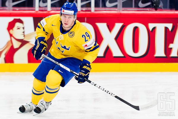 Erik Gustafsson on yksi Ruotsin luottopuolustajista.