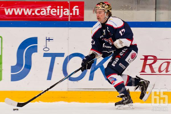 Jesse Uronen kiekkoilee seuraavat kaksi kautta Keravalla.