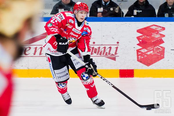 Mestiksen sentterieliittiin lukeutuva Toni Jalo vaihtaa Sportin Jukureihin.