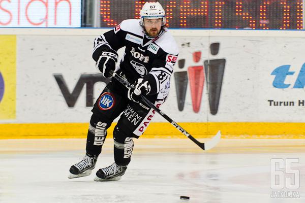 TPS:ssä viime kaudella kiekkoillut Jarkko Hattunen nakutti 2+1-tehot.