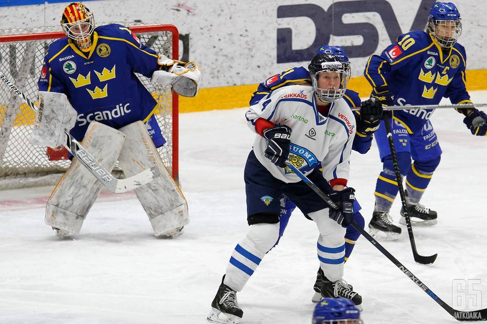 Naisleijonat kohtasi Ruotsin kolmesti - voitot menivät Suomen hyväksi 2-1.