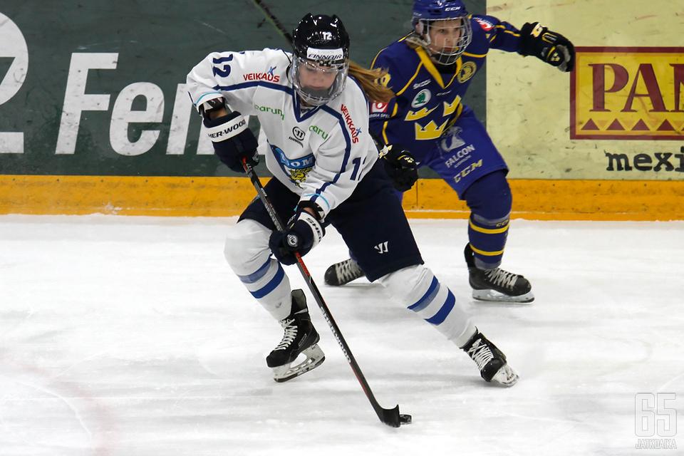 Susanna Tapani pelaa muun joukkueen tavoin vahvaa MM-turnausta.