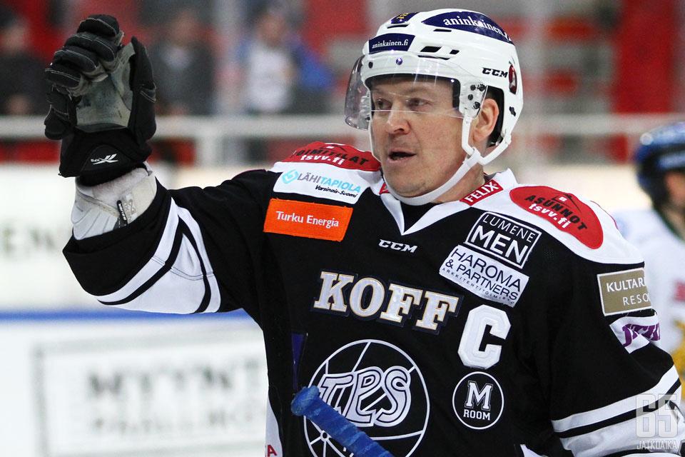 Petteri Nummelin siirtyy valmentajaksi.