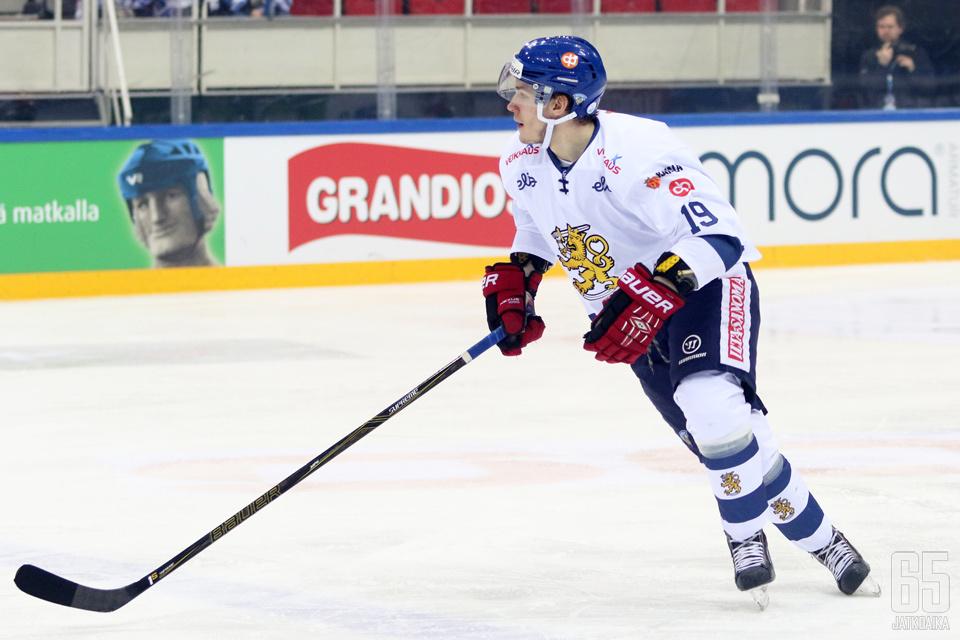 Saarela pelasi menneellä kaudella myös A-maajoukkueessa.