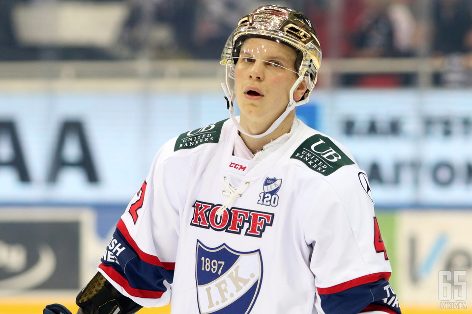 Teemu Eronen jatkaa ensi kaudellakin HIFK:n paidassa.
