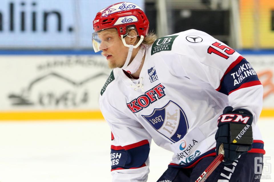 Sopanen kiekkoili viime kaudella HIFK:ssa.