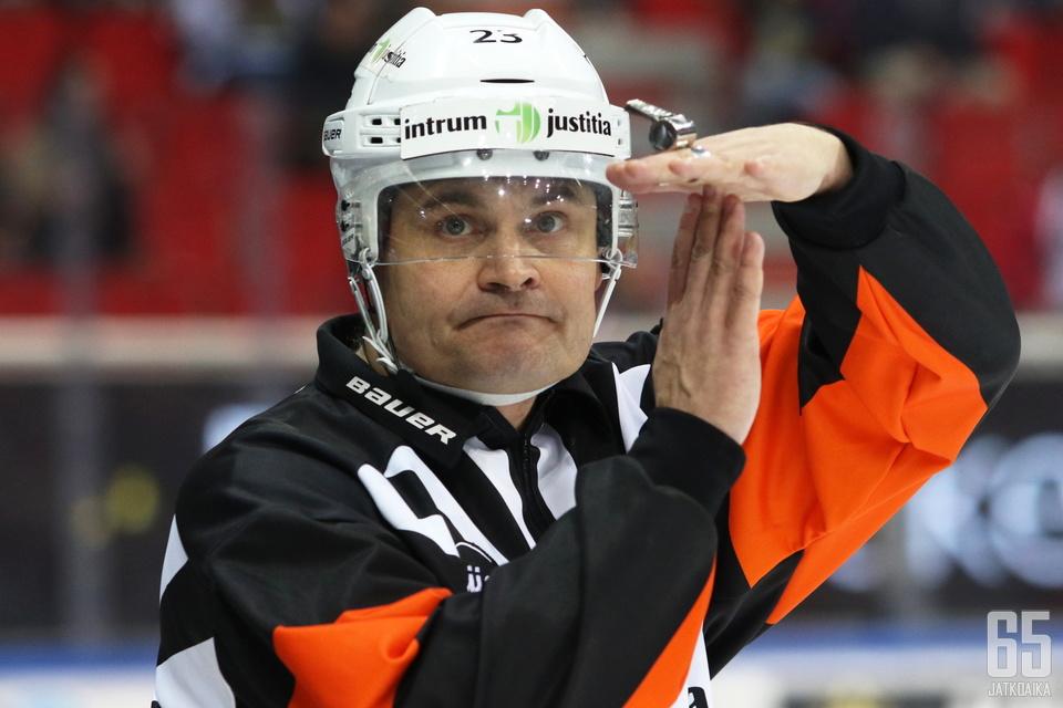 Timo Favorin tavoittelee kauden aikana tuhannen ottelun rajapyykkiä.
