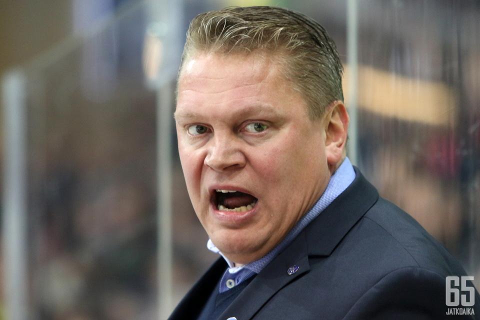 Pekka Virta sai piiskattua joukkueensa huimaan suoritukseen Hämeenlinnassa.