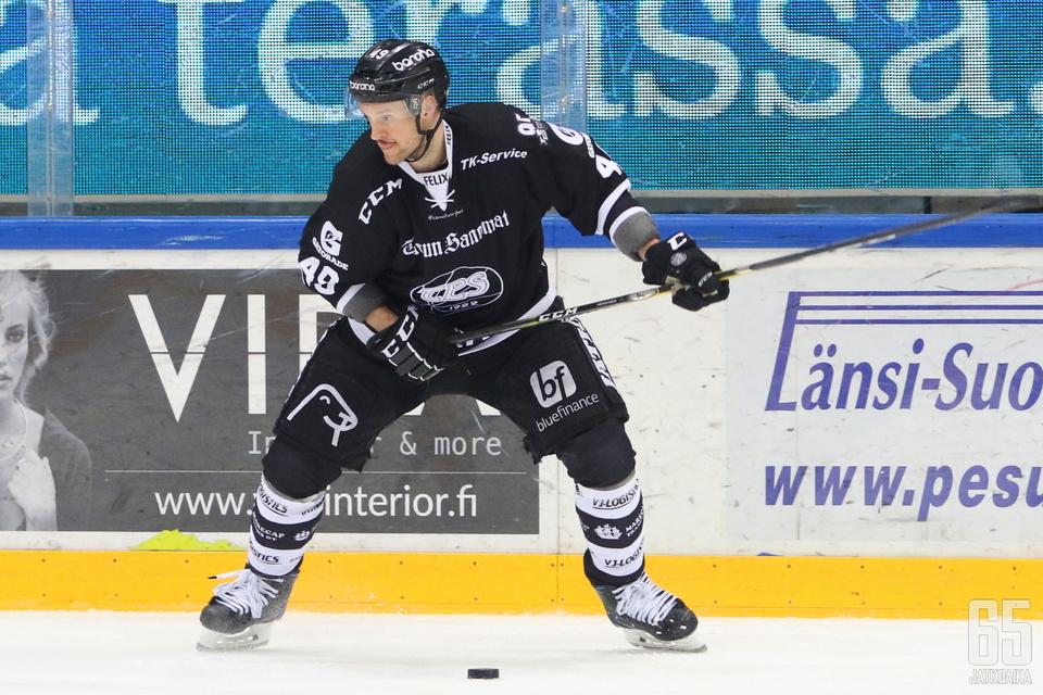 TPS-puolustukseen syntyi suuri aukko, kun Ilkka Heikkinen sai suihkutuomion.