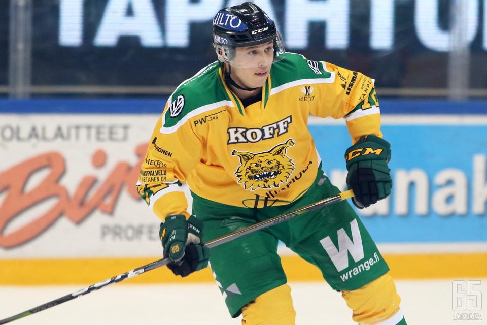 Julius Valtonen siirtyy Kiekko-Vantaaseen Tampereelta.