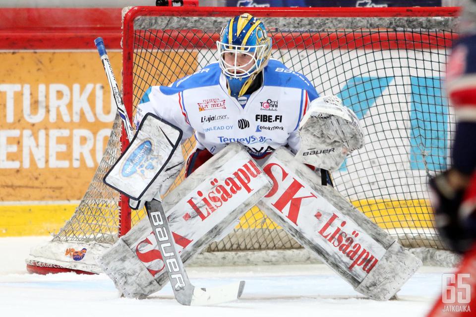 Vierasjoukkue KeuPan maalivahti Lassi Lehtinen oli TUTOlle liian kova pala purtavaksi finaalisarjan toisessa ottelussa 45 torjunnallaan.