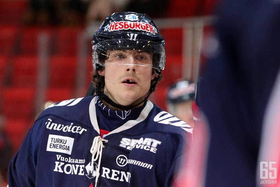 Kalle Valtola oli TUTOn parhaimmisto ottelussa RoKia vastaan.