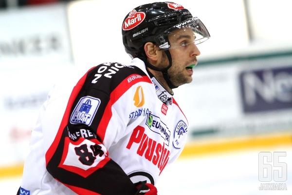 Umicevic pelasi Ässissä yhdeksän ottelua.