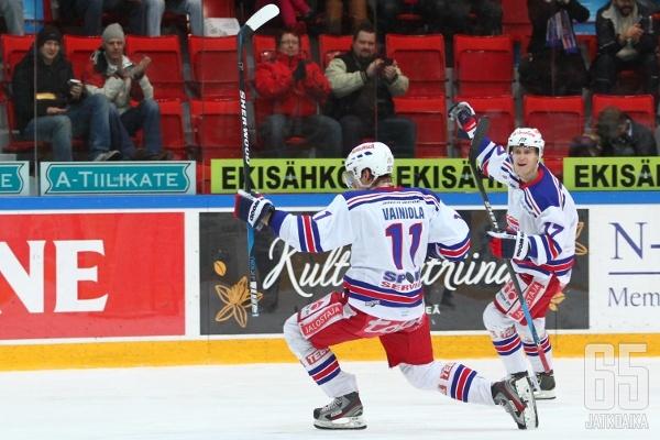 Ville-Vesa Vainiola onnistui heti maalinteossa.