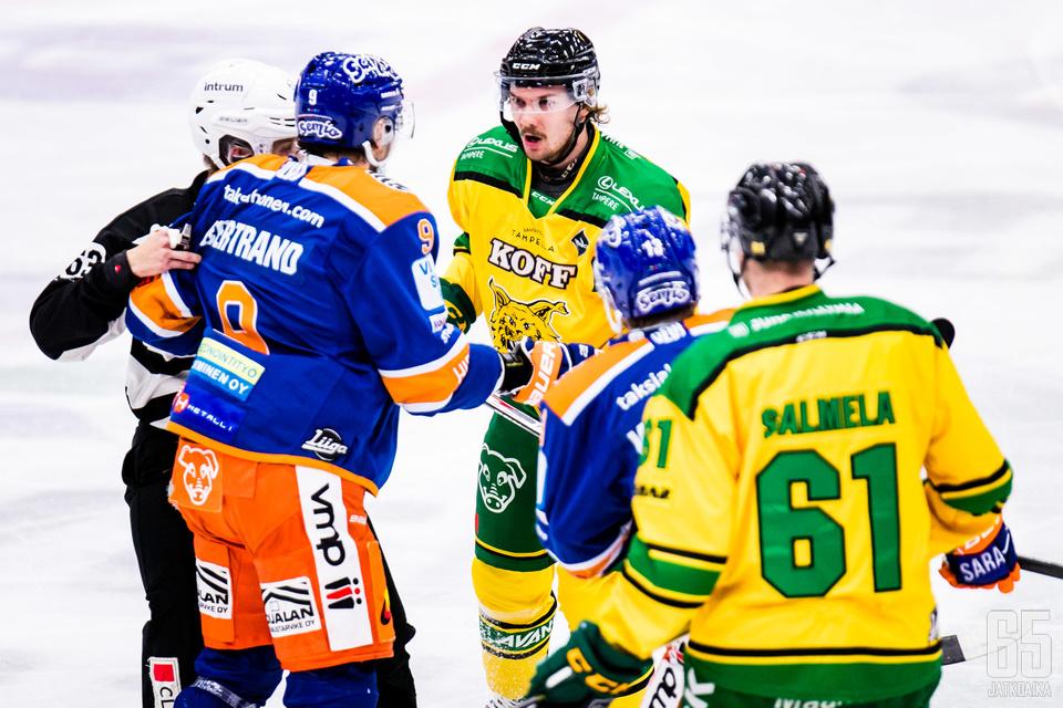 Tappara (Charles Bertrand) ja Ilves (Panu Mieho) eivät antaneet tuumaakaan periksi Tampereen-paikalliskamppailussa.