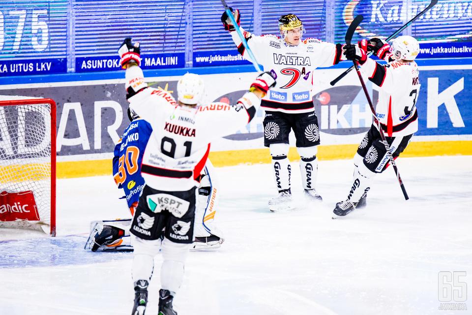 JYPin kultakypärä Jarkko Immonen iski ottelun avausosuman heti ensimmäisessä vaihdossa.