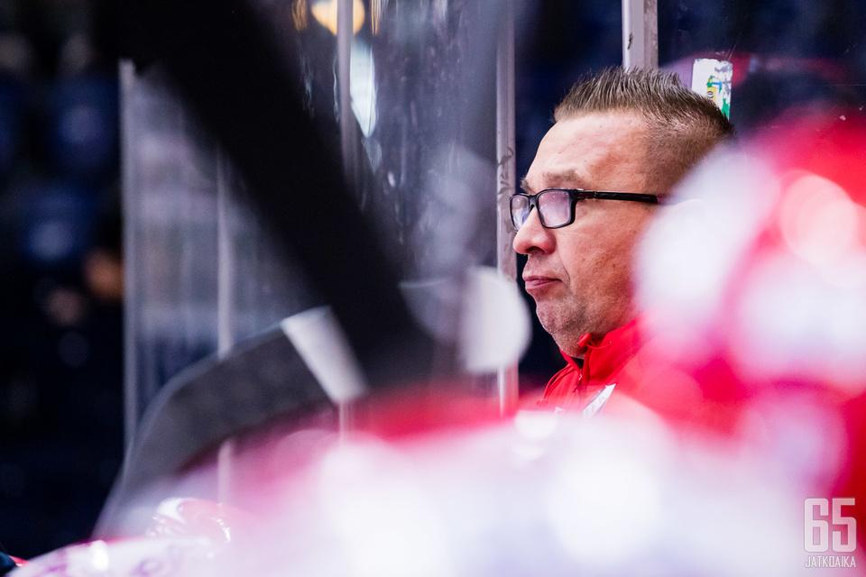 Ari-Pekka Seliniä ei torstain peli hymyilyttänyt.