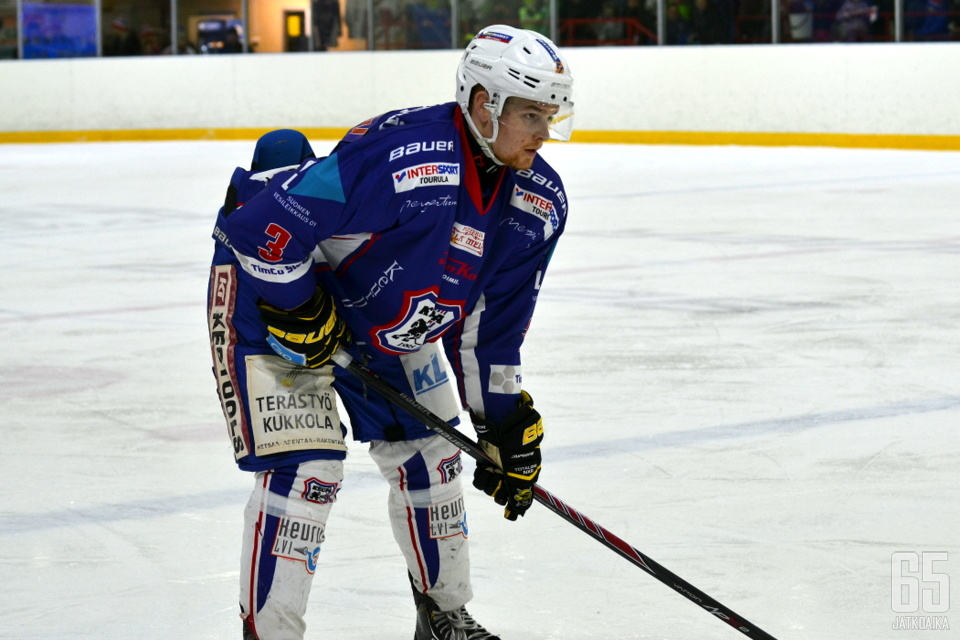 Hermeksen lisäksi Huhtanen on pelannut KeuPassa ja SaPKossa.