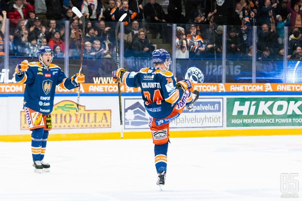 Antti Erkinjuntti tuuletti kauden kolmatta maaliaan, joka vei ottelun jatkoajalle.