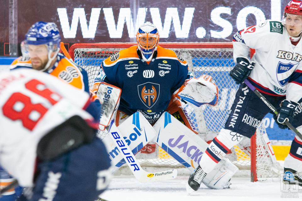 Niklas Bäckström kohtasi entisen seuransa ensimmäistä kertaa tällä kaudella.