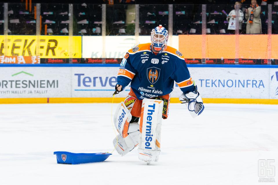 Tapparan sankari Christian Heljanko intoutui pulkkaleikkeihin taiston tauottua.