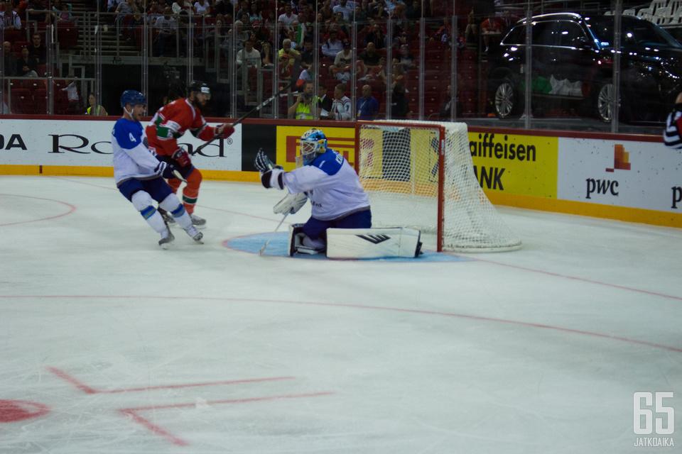 Henrik Karlsson avasi uransa Kazakstanin kansalaisena nollapelillä, ja koppasi 28 kutia.