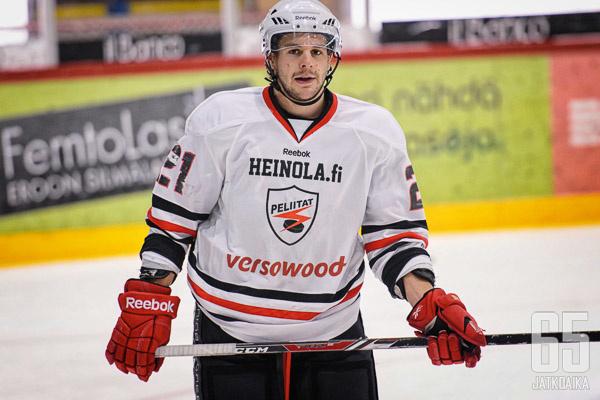 Hofer edusti Peliittoja kolmen kauden ajan.