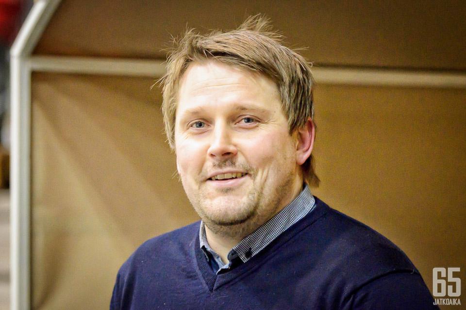Antti Pennanen palaa kasvattajaseuraansa.