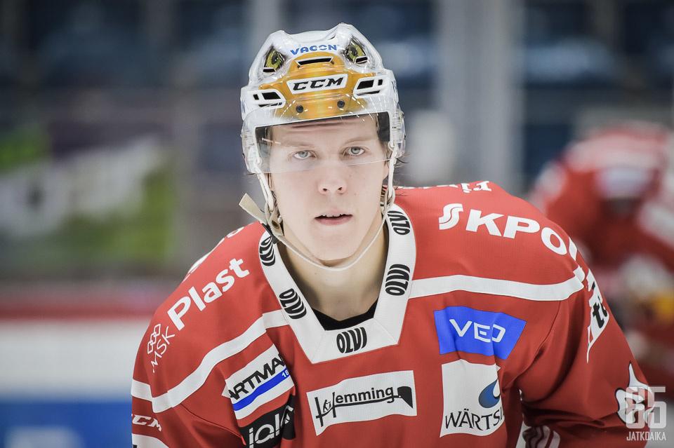 Ari Gröndahl pukee Sportin punaisen paidan myös jatkossa päälleen.