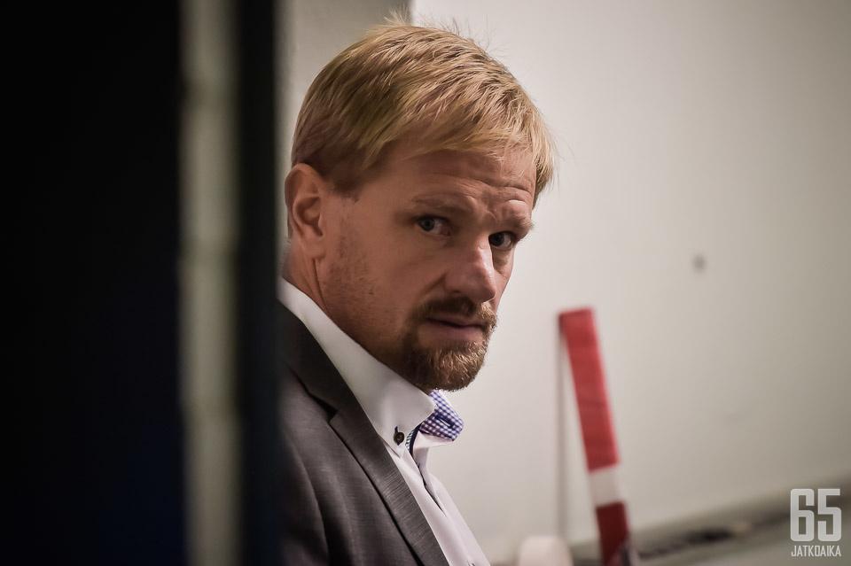 Petri Matikainen johdatti valmennusryhmänsä kanssa Klagenfurt AC:n EBEL-liigan mestariksi.