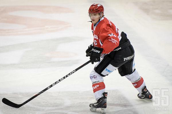 Kapteenin C-kirjainta Sportin A-junioreissa kantanut Ville Saukko pelaa Hokin linnapaidassa.