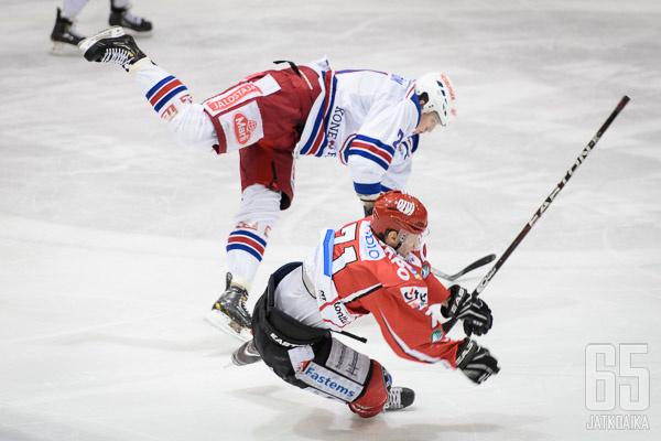 Janne Öfverströmin taklaus osui Kim Nabbia päähän.