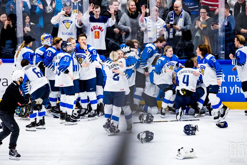 Naisleijonat pelasi tiensä suomalaisten sydämiin MM-kotikisoissa, vaikka kisat päättyivät karvaaseen pettymykseen.
