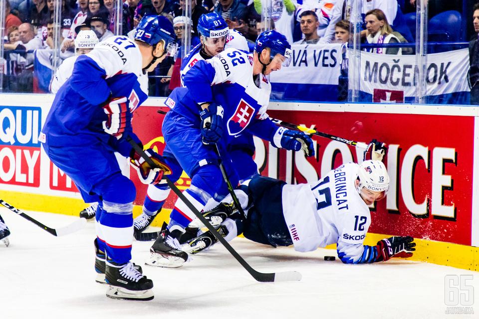 Slovakia aloitti turnauksensa voitokkaasti Yhdysvaltoja vastaan.
