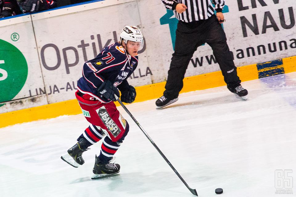 Hintz pelasi viime kauden Savonlinnassa.