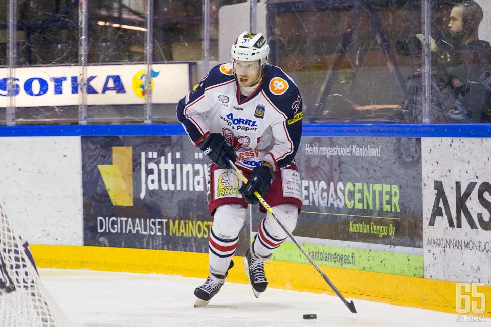 Niemimaa pelasi yli 200 ottelua SaPKossa.