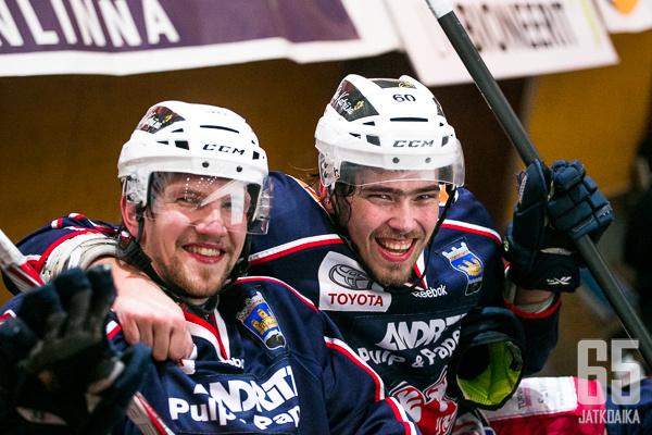 Iiro Vehmasella on ollut usein hauskaa joukkuekaverien kanssa.