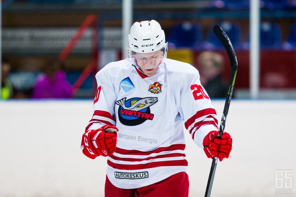 Juuso Perttilällä on tehopisteitä neljän ottelun jälkeen 4+3.