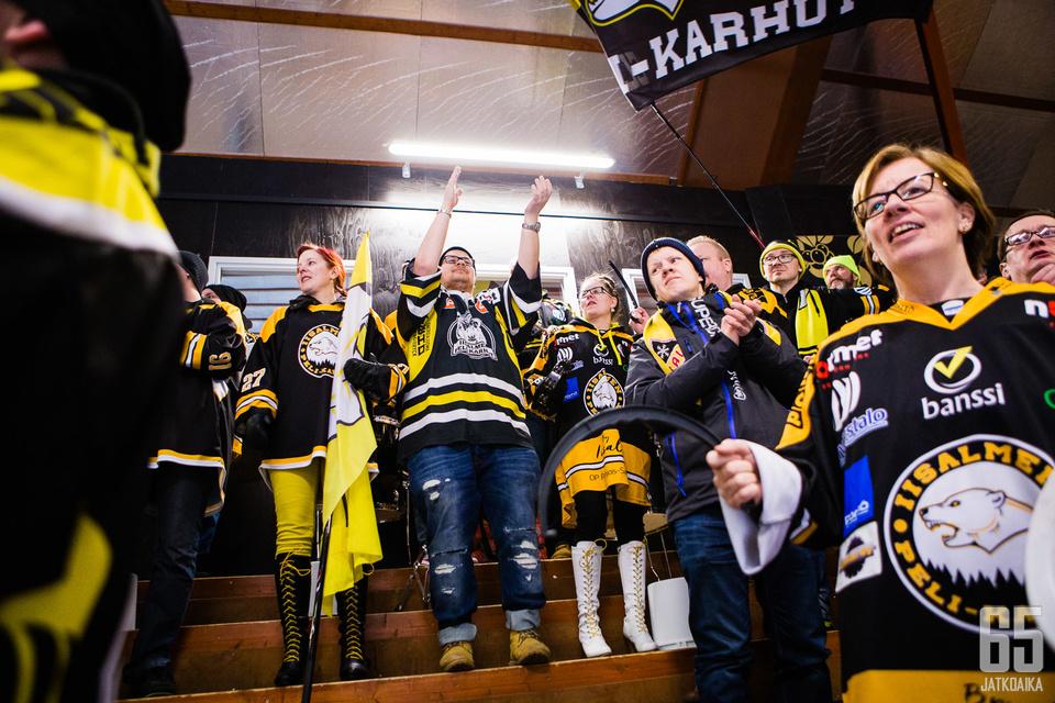 IPK:n 1187-päinen kauden ennätysyleisö siivitti joukkueen kuudentena kenttäpelaajana karhupaidat kotivoittoon.