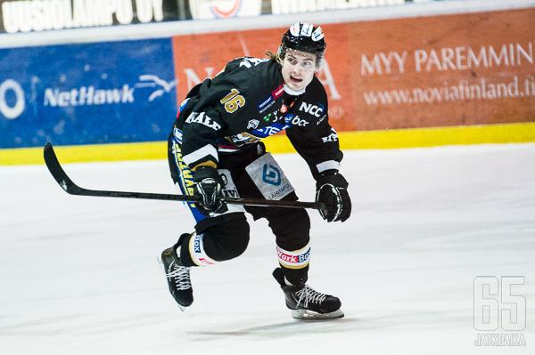 Antti Mäkilä hyökkäsi viime kaudella Kärpissä.