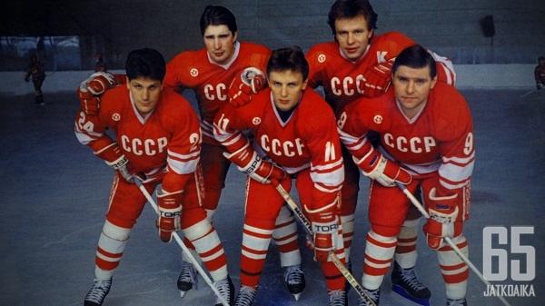 Punakoneen ykkösviisikko 80-luvulta hallitsi jääkiekkoa.