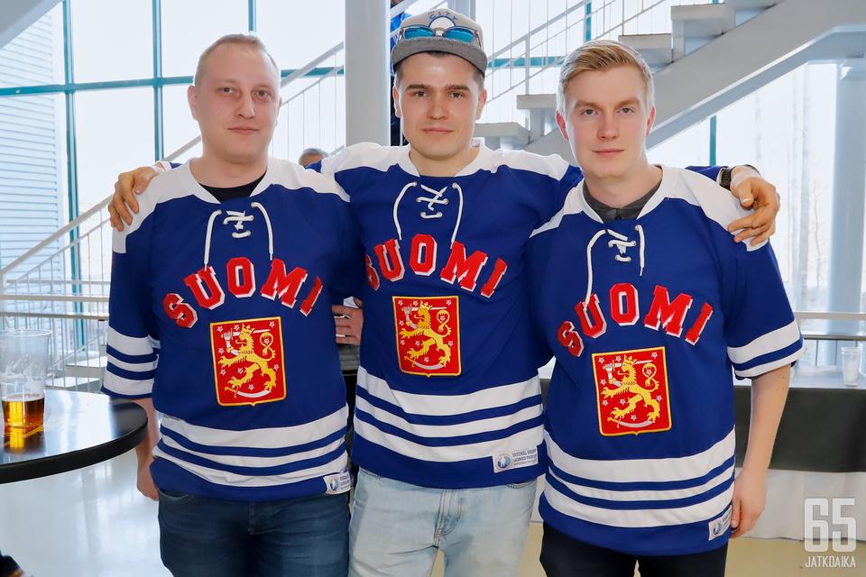 Joni, Vili ja Ville virittäytyvät MM-kisatunnelmaan naisten kotikisoissa ennen Bratislavan miesten turnausta.
