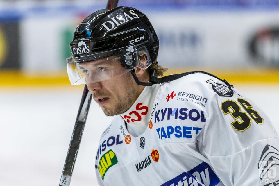 Jokinen saavutti viime kaudella Kärpissä hopeaa.