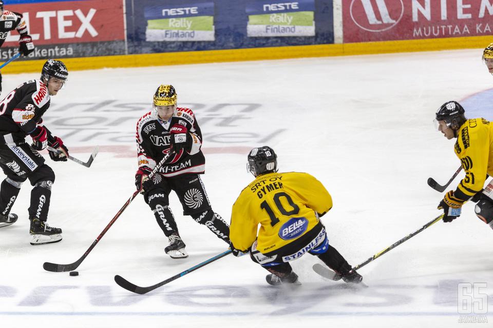 Jerry Turkulainen kantoi ottelussa ensimmäistä kertaa kultaista kypärää.