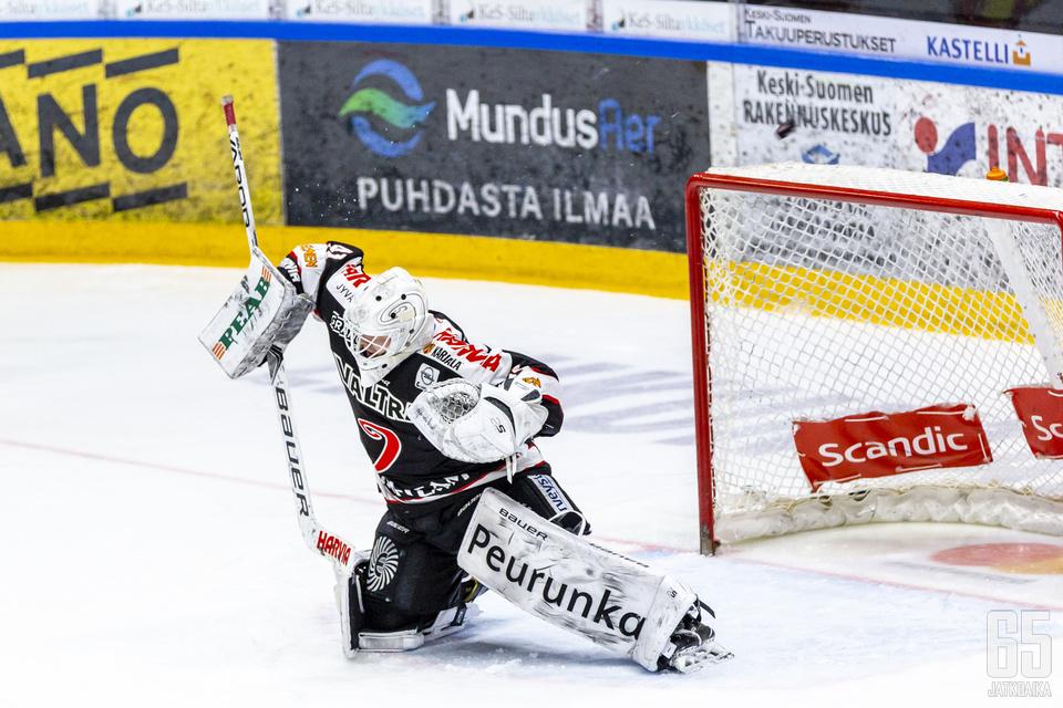 Eetu Laurikainen torjui loistavasti tukalassa tilanteessa.