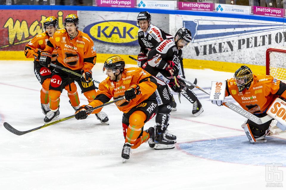 Juha Järvenpää oli täystyöllistetty illan edetessä.