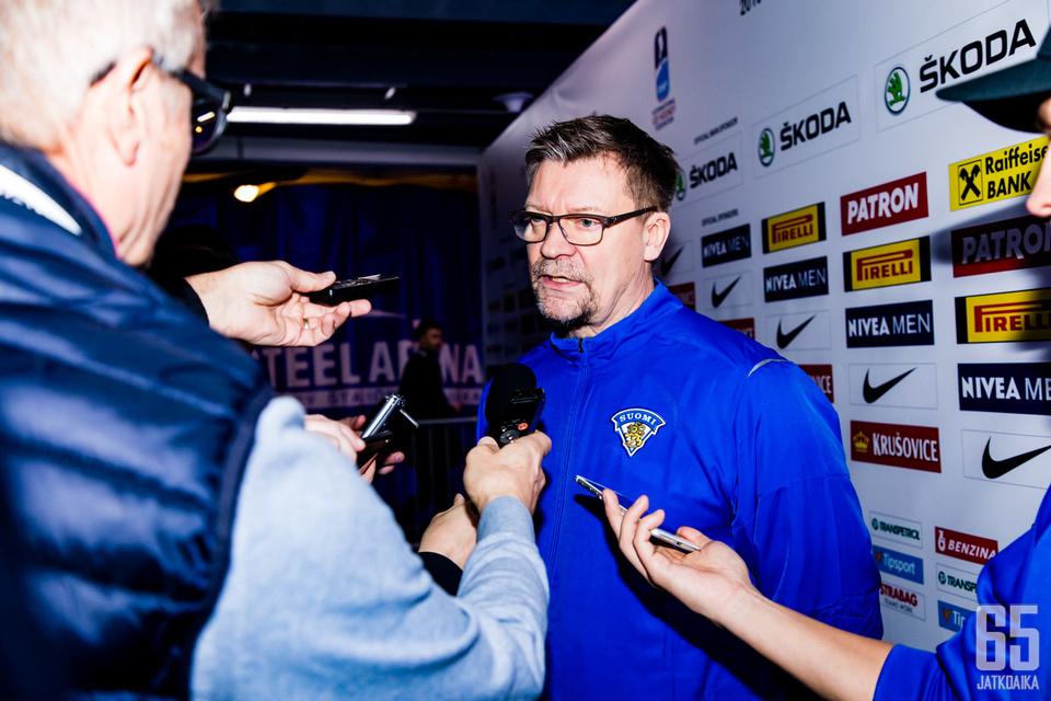 Jukka Jalonen esiintyi median edessä poikkeuksellisen vihaisena. Kuva aamujäiltä.