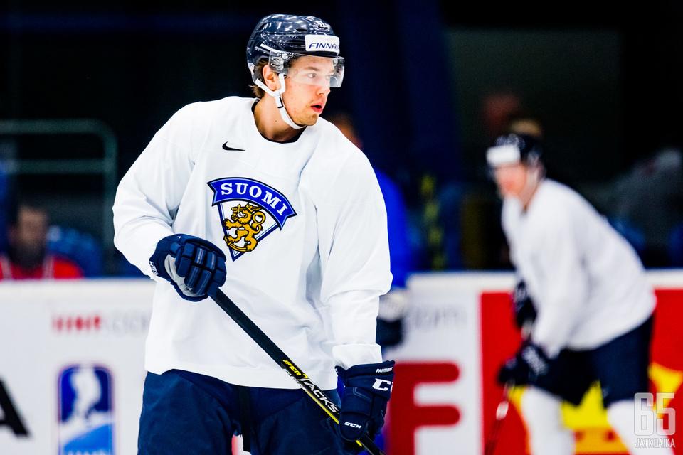 Florida Panthersin Juho Lammikko on Leijonien ainoa NHL-hyökkäjä.